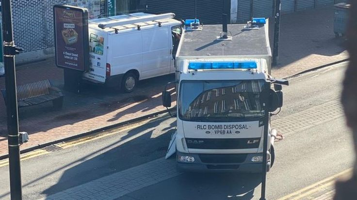 Homes and businesses EVACUATED in Luton as suspicious device found in car