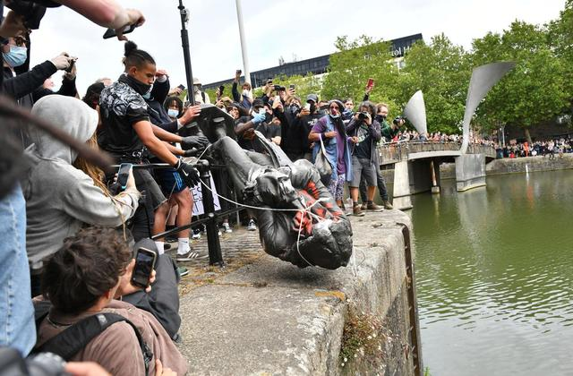 Police offer teenager, who pushed Edward Colston's statue into Bristol harbour, deal to avoid prosecution