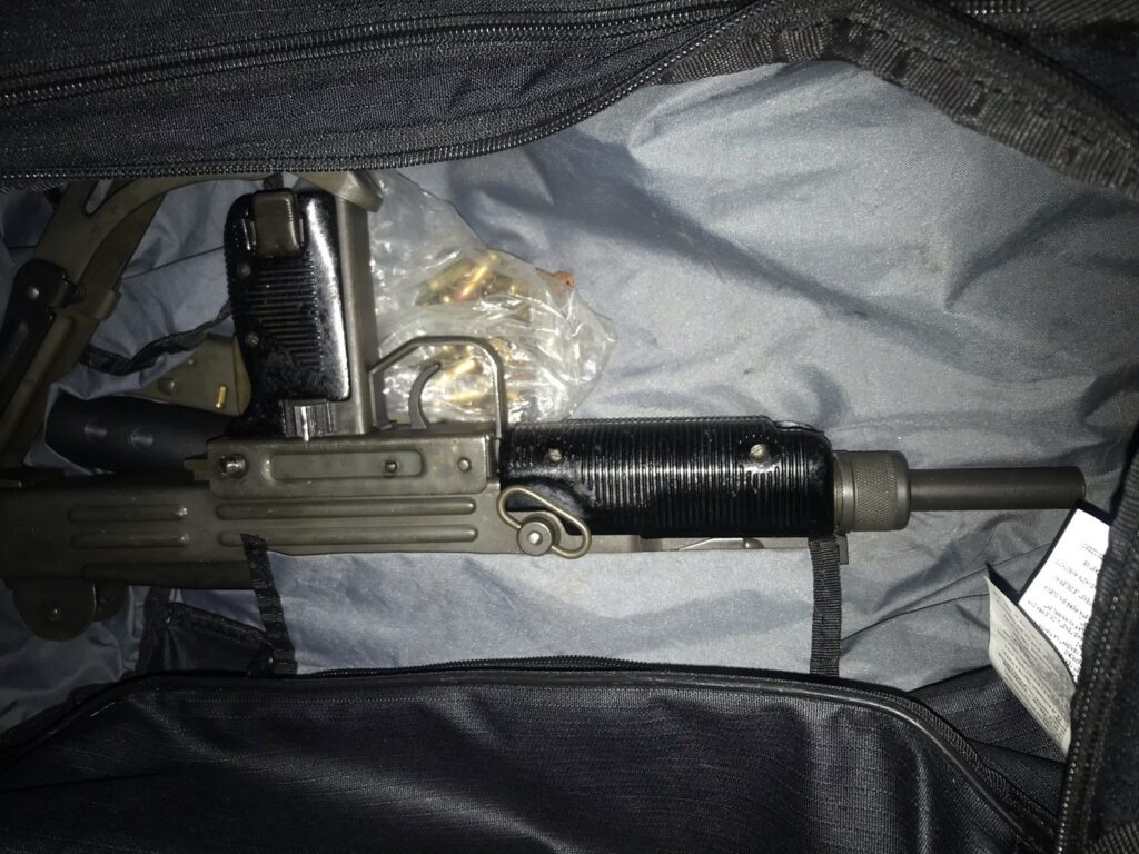 Metropolitan Police recover a submachine gun, with ammunition and a 'silencer'